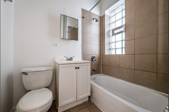 Pangea Auburn Gresham Apartments for rent in Chicago | 7643 S Stewart Bathroom