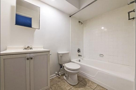 14138 S School St Apartments Chicago Bathroom
