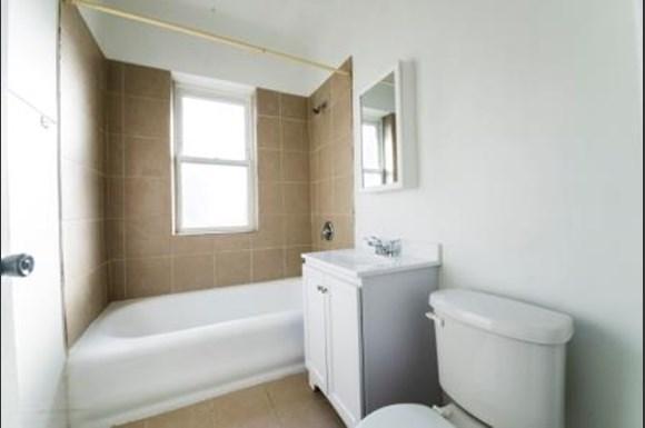 7751 S Loomis Apartments Chicago Bathroom