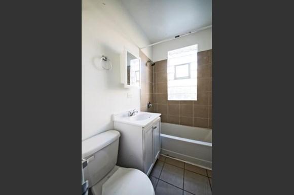 2838 E 91st St Apartments Chicago Bathroom