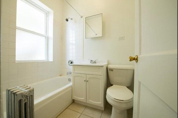 5024 W Quincy St Apartments Chicago Bathroom
