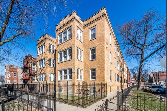 Austin Chicago, IL Apartments for Rent Exterior | 5100 W Monroe