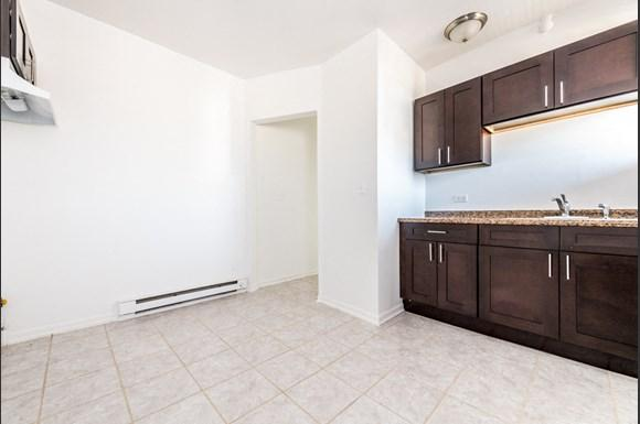 Austin Chicago, IL Apartments for Rent Kitchen | 5100 W Monroe