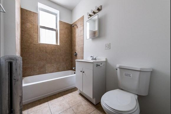 South Austin Apartments for rent in Chicago   5125 W Madison Bathroom