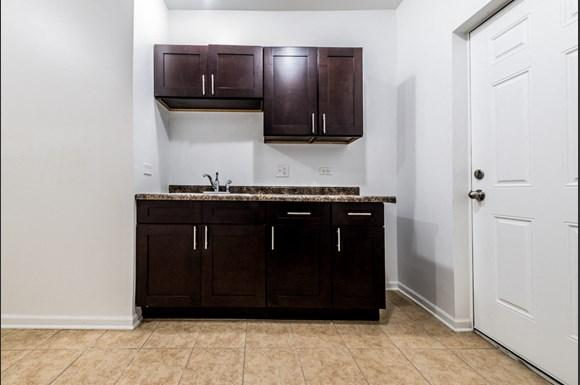 South Austin Apartments for rent in Chicago   5125 W Madison Kitchen