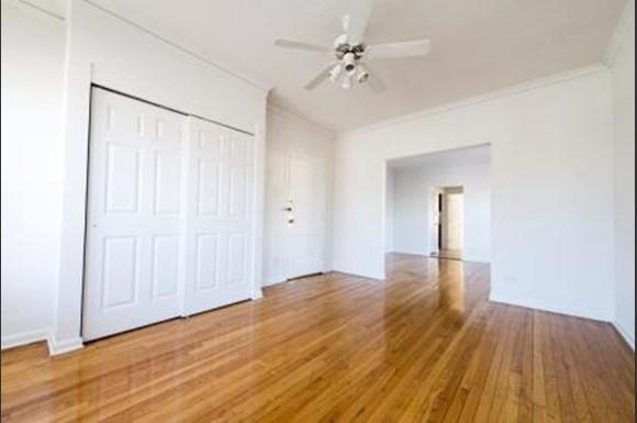 7400 S Yates Blvd Apartments Chicago Living Room