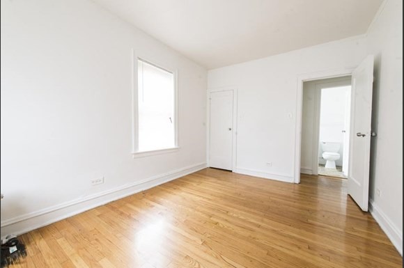 7317 S Chappel Ave Apartments Chicago Bedroom