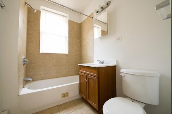 211 E 71st St Apartments Chicago Bathroom
