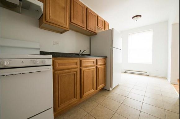 211 E 71st St Apartments Chicago Kitchen