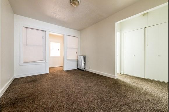 South Shore Apartments for rent in Chicago   7031 S Chappel Dining Room