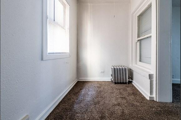 South Shore Apartments for rent in Chicago   7031 S Chappel Bonus Room