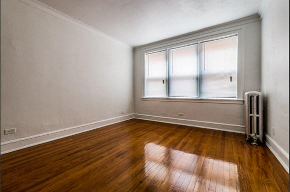 South Shore Apartments for rent in Chicago   7031 S Chappel Living Room