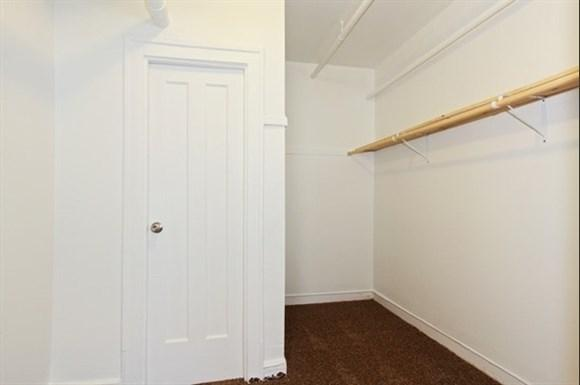 South Shore Apartments for rent in Chicago   7031 S Chappel Closet