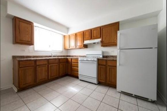 21746 Jeffrey Ave Apartments Chicago Kitchen