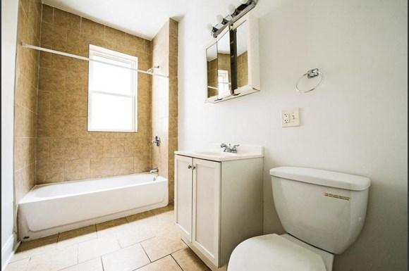 4853 S Prairie Ave Apartments Chicago Bathroom