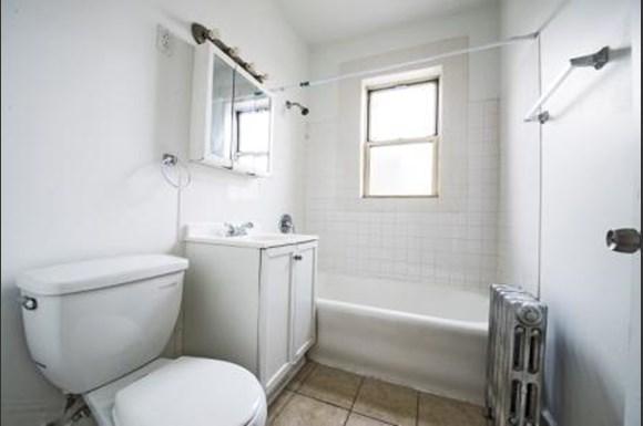8051 S Ingleside Ave Apartments Chicago Bathroom