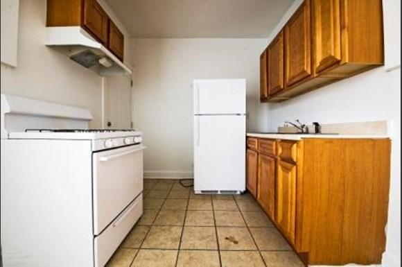 8051 S Ingleside Ave Apartments Chicago Kitchen