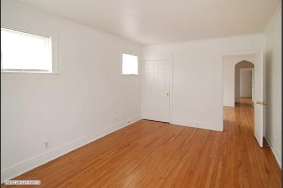 5011 W Maypole Ave Apartments Chicago Bedroom
