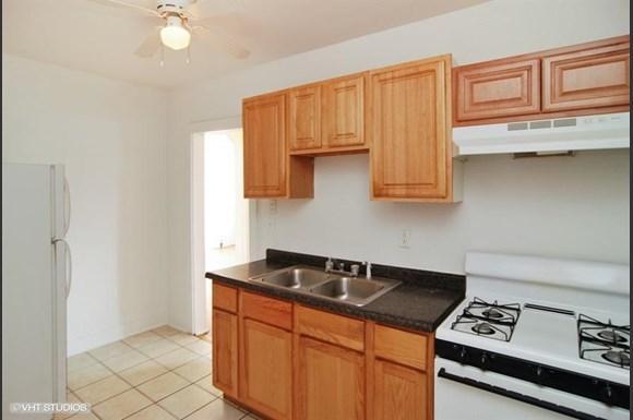 5011 W Maypole Ave Apartments Chicago Kitchen