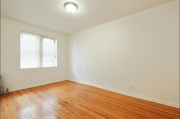 7801 S Saginaw Ave Apartments Chicago Bedroom
