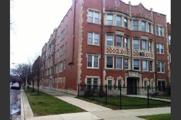 7801 S Saginaw Ave Apartments Chicago Exterior