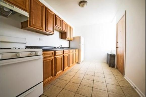 654 N Pine Ave Apartments Chicago Kitchen