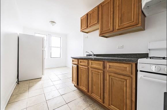 Auburn Gresham Apartments for rent in Chicago   808 W 76th St Kitchen