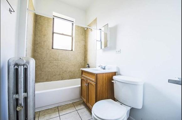 7929 S State St Apartments Chicago Bathroom