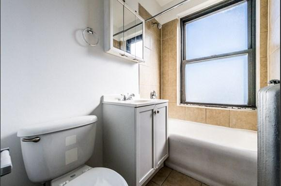 Chatham Apartments for rent in Chicago   741 E 79th St Bathroom