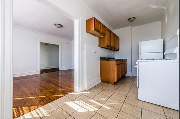 Chatham Apartments for rent in Chicago   741 E 79th St Kitchen