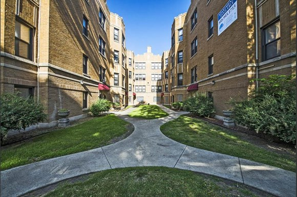 8236 S Maryland Ave Apartments Chicago Exterior