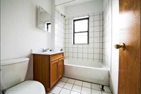 8159 S Drexel Ave Apartments Chicago Bathroom