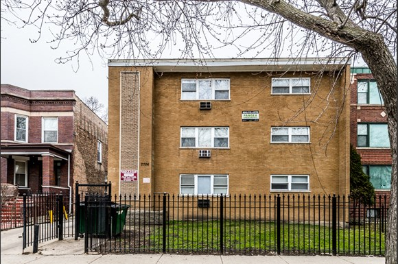 South Shore Apartments for rent in Chicago | 7706 S Saginaw