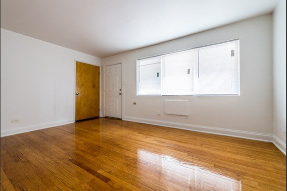 South Shore Apartments for rent in Chicago | 7706 S Saginaw Living Room