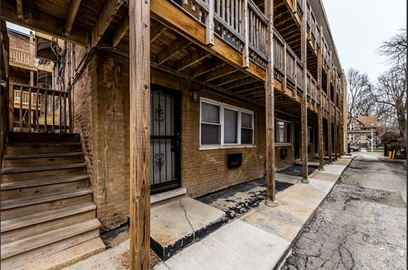 South Shore Apartments for rent in Chicago | 7706 S Saginaw Exterior