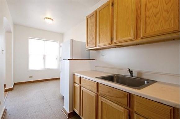 6306 S Artesian Ave Apartments Chicago Kitchen
