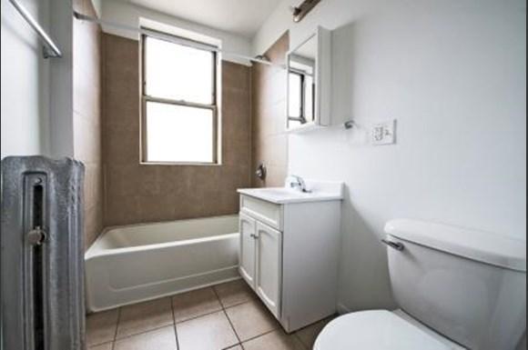 4714 S Michigan Ave Apartments Chicago Bathroom