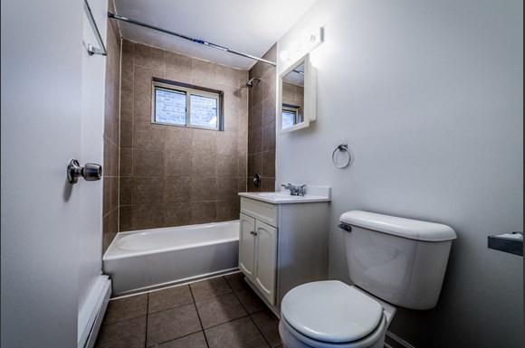 8100 S Drexel Ave Apartments Chicago Bathroom