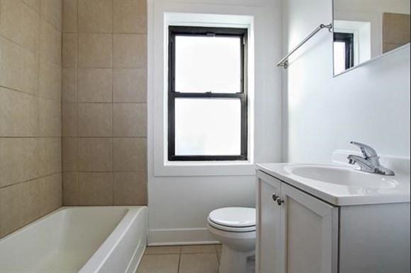 7057 S Princeton Ave Apartments Chicago Bathroom