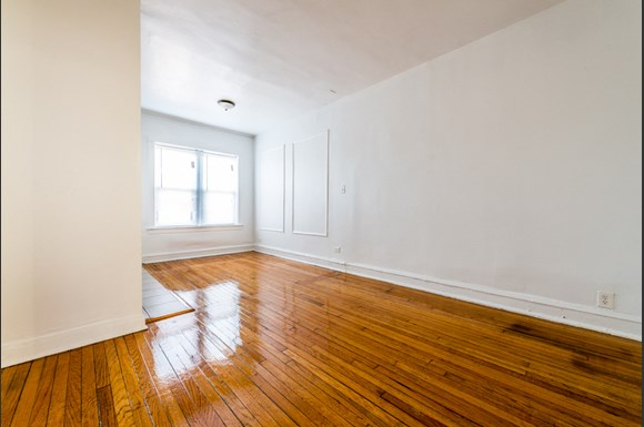 South Shore Apartments for rent in Chicago | 7110 S Ridgeland Ave Living Room