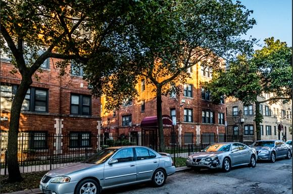 South Shore Apartments for rent in Chicago | 7110 S Ridgeland Ave