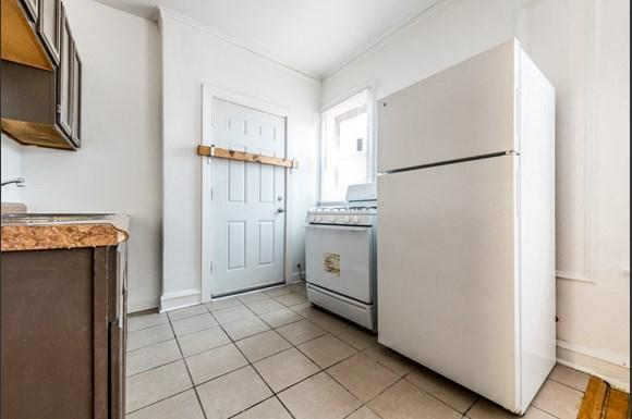 South Shore Apartments for rent in Chicago | 7110 S Ridgeland Ave Kitchen