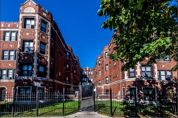 7944 S Paulina St Apartments Chicago Exterior_06