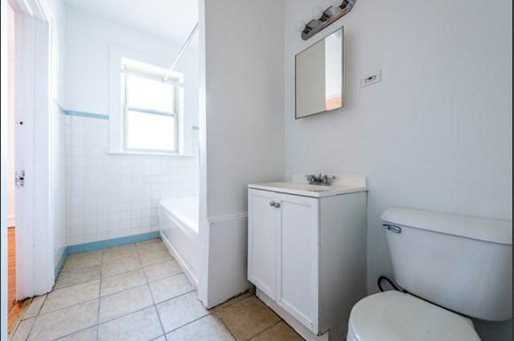 Chicago Apartments for rent in Pullman   10908 S Vernon Bathroom