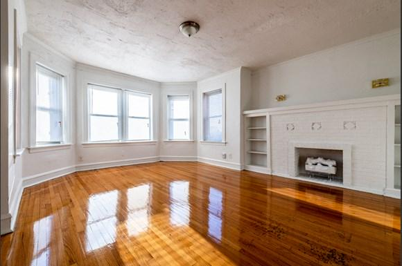 Chicago Apartments for rent in Pullman   10908 S Vernon Living Room
