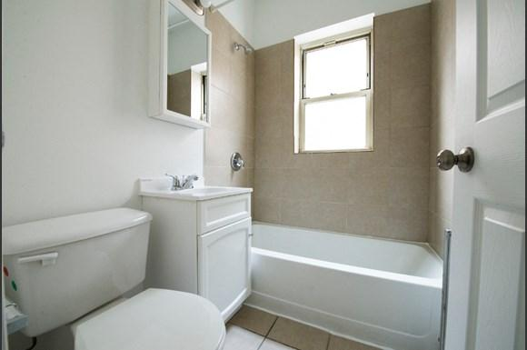 7953 S Dobson Ave Apartments Chicago Bathroom