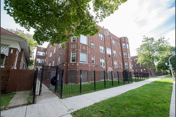 7953 S Dobson Ave Apartments Chicago Exterior