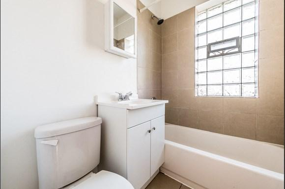 Cragin Apartments for Rent in Chicago | 2610 N Laramie Bathroom