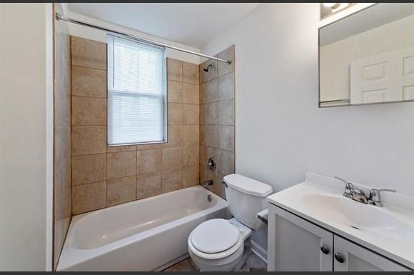 2210 Roslyn Ave Apartments Baltimore Bathroom