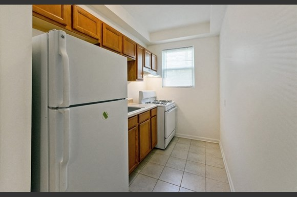2210 Roslyn Ave Apartments Baltimore Kitchen